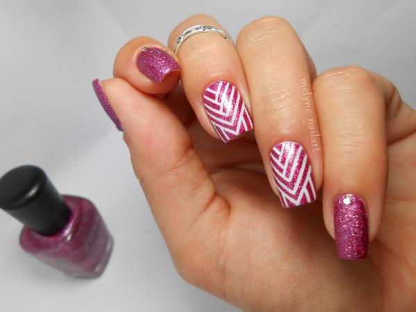 Nail art géométrique au striping tape 10