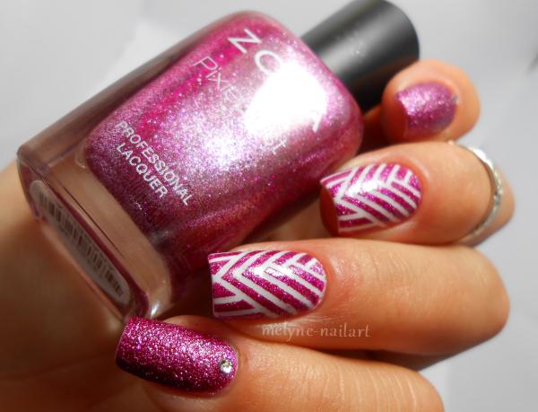 Nail art géométrique au striping tape 2