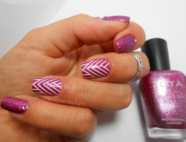 Nail art géométrique au striping tape 3
