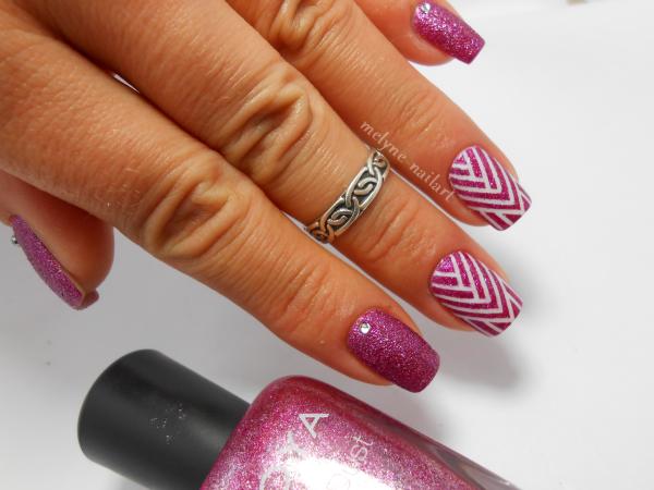 Nail art géométrique au striping tape 6