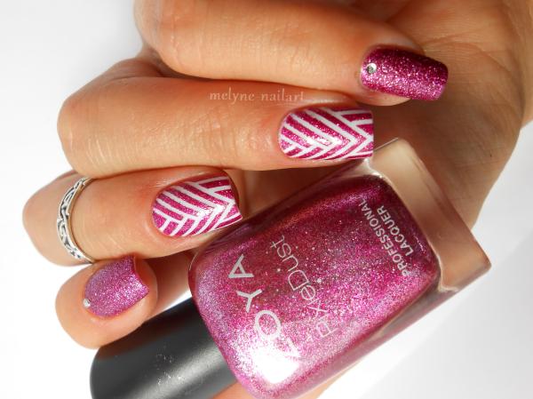 Nail art géométrique au striping tape 8