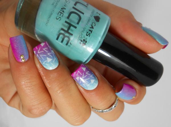 nail art degrade bleu et rose et stamping pueen 2