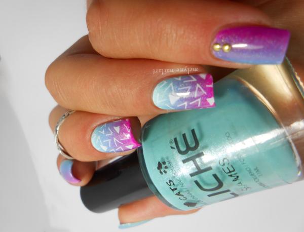 nail art degrade bleu et rose et stamping pueen 3