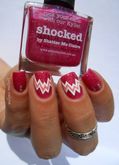 nailart géométrique Shocked Picture Polish