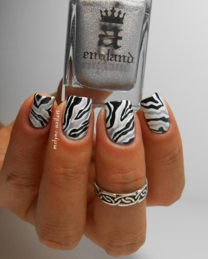nailstorming 59, nail art noir et blanc zèbre abstrait