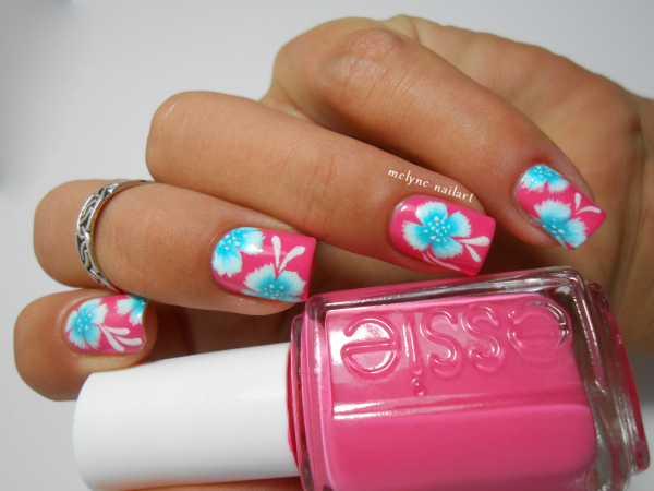 Nail art fleurs tropicales sur mon joli Essie d'amour…