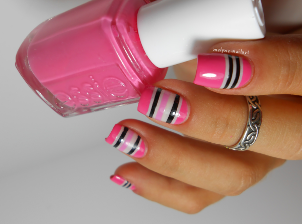 nail art géométrique striping tape rose