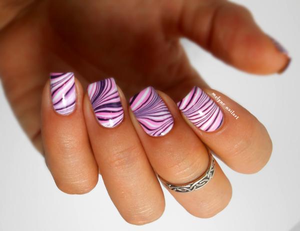 Nail art water marble Essie