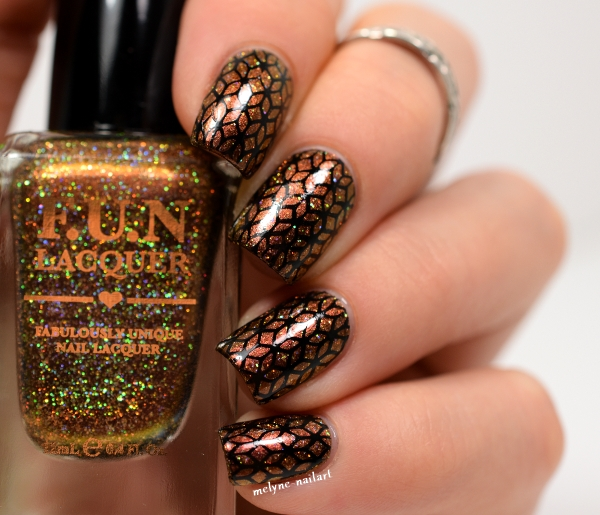 Nail art stamping Pueen Encore SE sur Burnin'Up (H) by Fun Lacquer