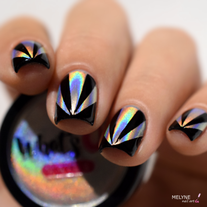 nail-art-triangles-holographic-powder