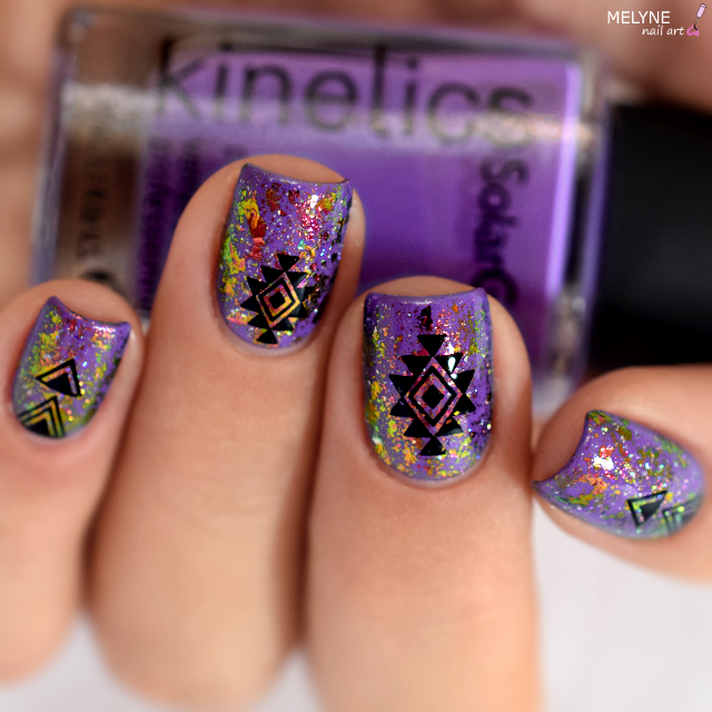 Nail art Violet aztec Blossom flakies